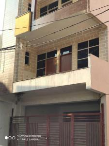 Gallery Cover Image of 1120 Sq.ft 3 BHK Independent Floor for buy in Pandav Nagar for 2900000