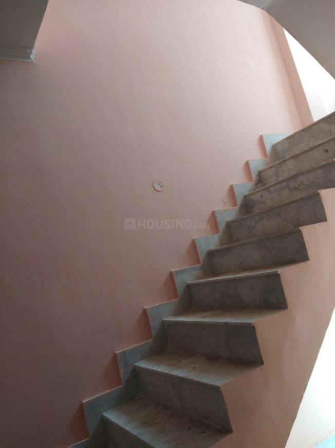 Staircase Image of 500 Sq.ft 1 BHK Independent House for buy in Chipiyana Buzurg for 1875000