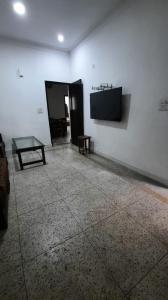 Gallery Cover Image of 750 Sq.ft 1 BHK Apartment for buy in DDA Flat Janakpuri, Janakpuri for 7000000