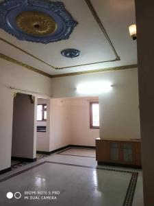 Gallery Cover Image of 950 Sq.ft 2 BHK Apartment for rent in Maduravoyal for 14000