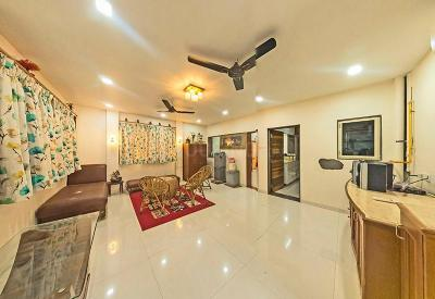 Gallery Cover Image of 1900 Sq.ft 3 BHK Apartment for buy in Memnagar for 8700000