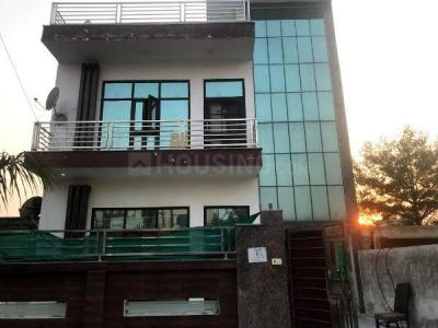 Gallery Cover Image of 3500 Sq.ft 6 BHK Villa for rent in Phi III Greater Noida for 60000