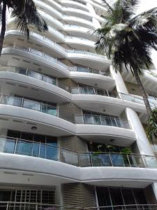 Gallery Cover Image of 2300 Sq.ft 4 BHK Apartment for rent in Juhu for 200000