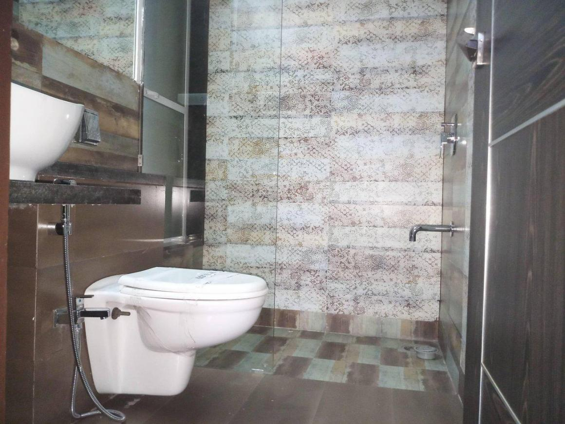 Common Bathroom Image of 1800 Sq.ft 3 BHK Apartment for buy in Kharghar for 16000000