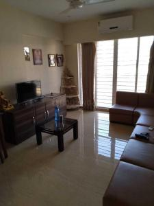 Gallery Cover Image of 800 Sq.ft 1 BHK Apartment for rent in Khar West for 70000