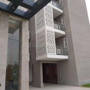 Gallery Cover Image of 2100 Sq.ft 3 BHK Apartment for rent in Sector 81 for 35000
