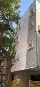 Gallery Cover Image of 4800 Sq.ft 8 BHK Independent House for buy in Kumaraswamy Layout for 27000000
