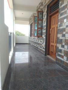 Gallery Cover Image of 1200 Sq.ft 2 BHK Independent Floor for rent in Byrathi for 14000