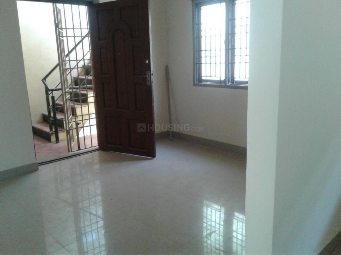 Living Room Image of 700 Sq.ft 2 BHK Apartment for rent in Choolaimedu for 12000