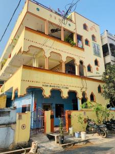 Gallery Cover Image of 1800 Sq.ft 3 BHK Independent House for buy in PNT Colony for 21500000