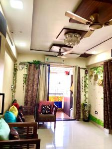 Gallery Cover Image of 666 Sq.ft 1 BHK Apartment for buy in Tharwani Rosalie, Kalyan West for 5000000