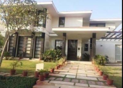 Gallery Cover Image of 4000 Sq.ft 4 BHK Villa for buy in Vipul Tatvam Villas, Sector 48 for 46000000