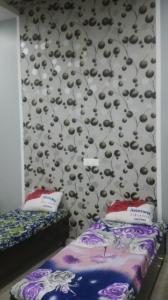 कमला नगर में आशा राज गर्ल्स पीजी में बेडरूम की तस्वीर