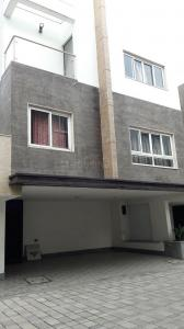 Gallery Cover Image of 2600 Sq.ft 4 BHK Villa for buy in Palavakkam for 30000000