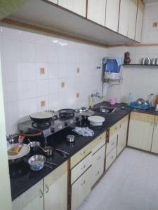 Gallery Cover Image of 1800 Sq.ft 2 BHK Apartment for rent in Naranpura for 20000
