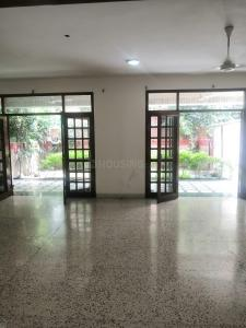 Gallery Cover Image of 10000 Sq.ft 7 BHK Villa for rent in New Friends Colony for 250000