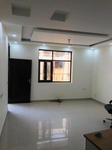 Gallery Cover Image of 820 Sq.ft 2 BHK Apartment for buy in Noida Extension for 1895000