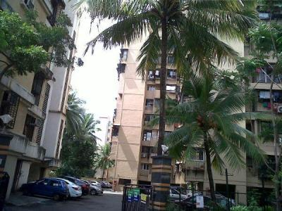 Gallery Cover Image of 1150 Sq.ft 3 BHK Apartment for rent in Juhu Abhishek Chs Ltd, Andheri West for 80000