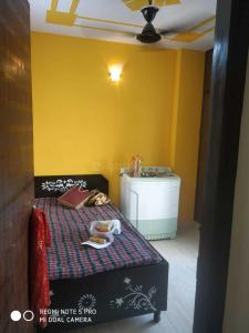 Gallery Cover Image of 630 Sq.ft 2 BHK Independent Floor for rent in Uttam Nagar for 13000