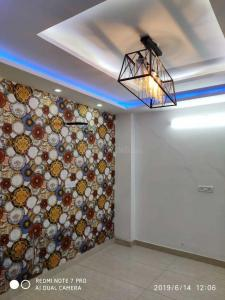 Gallery Cover Image of 675 Sq.ft 3 BHK Apartment for buy in Dwarka Mor for 4200000