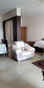 Gallery Cover Image of 1550 Sq.ft 3 BHK Apartment for rent in Murugeshpalya for 30000