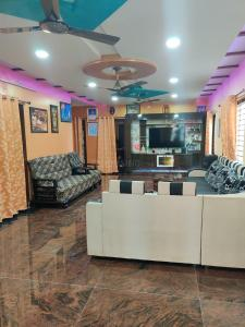 Gallery Cover Image of 9000 Sq.ft 10 BHK Independent House for buy in Kondapur for 33000000