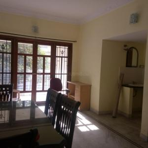 Gallery Cover Image of 1200 Sq.ft 2 BHK Apartment for rent in Indira Nagar for 32000
