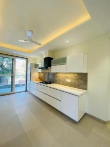 Gallery Cover Image of 4500 Sq.ft 4 BHK Independent Floor for buy in Unitech South City II, Sector 49 for 23100000