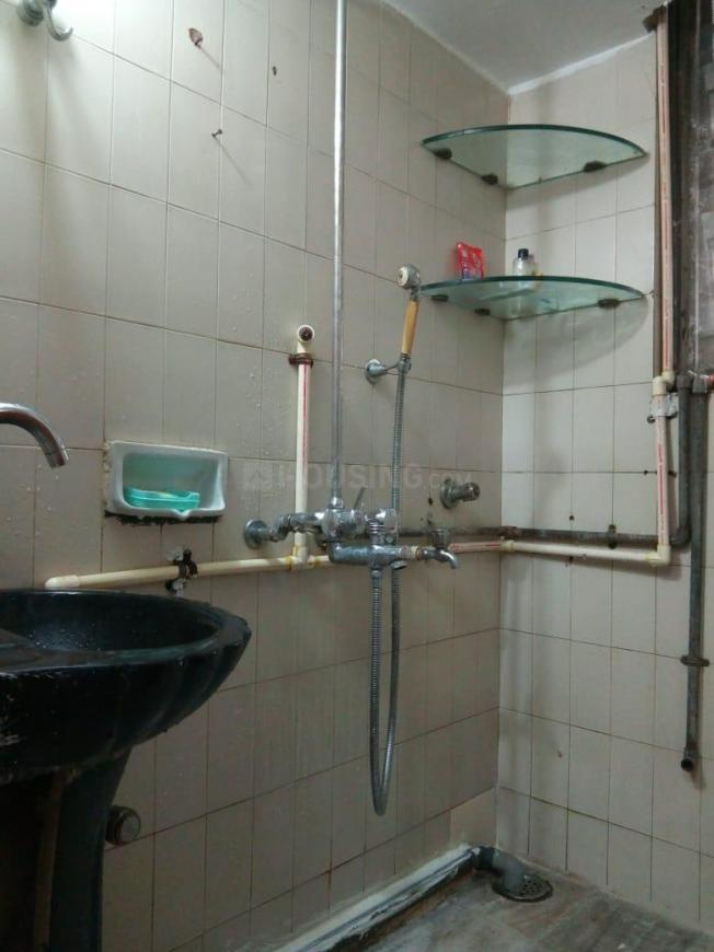 Common Bathroom Image of 465 Sq.ft 1 BHK Apartment for rent in Malad East for 25000