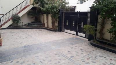 Gallery Cover Image of 1600 Sq.ft 3 BHK Apartment for rent in Swastik Homes, Chitragupta Nagar for 20000