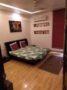 Gallery Cover Image of 1900 Sq.ft 3 BHK Apartment for rent in Omaxe Grand Woods, Sector 93B for 40000