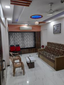 Gallery Cover Image of 550 Sq.ft 1 BHK Apartment for buy in Lower Parel for 16500000