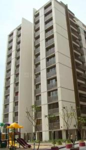 Gallery Cover Image of 2115 Sq.ft 3 BHK Apartment for rent in Bopal for 42000