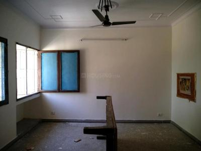 Gallery Cover Image of 900 Sq.ft 2 BHK Apartment for rent in Sector A Pocket B&c, Vasant Kunj for 34000