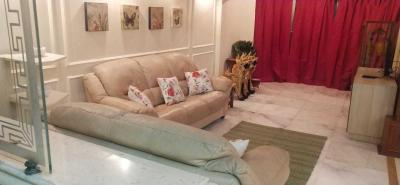 Gallery Cover Image of 2400 Sq.ft 4 BHK Apartment for rent in Santacruz West for 150000