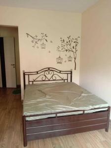 Gallery Cover Image of 980 Sq.ft 2 BHK Apartment for rent in  Tilak Nagar Mahalaxmi CHS, Chembur for 45000