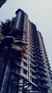 Gallery Cover Image of 1250 Sq.ft 2 BHK Apartment for buy in Romell Grandeur, Goregaon East for 20500000