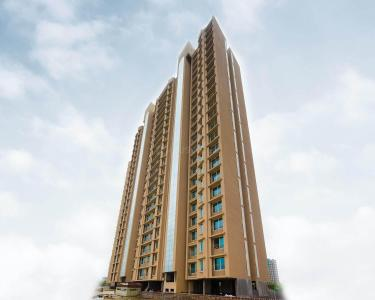 Gallery Cover Image of 1050 Sq.ft 2 BHK Apartment for buy in Gurukrupa Marina Enclave Wing J K L Phase I, Malad West for 13800000