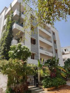 Gallery Cover Image of 2200 Sq.ft 3 BHK Apartment for rent in Kondapur for 31000