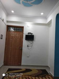 Gallery Cover Image of 350 Sq.ft 1 BHK Apartment for buy in Husainganj for 1300000