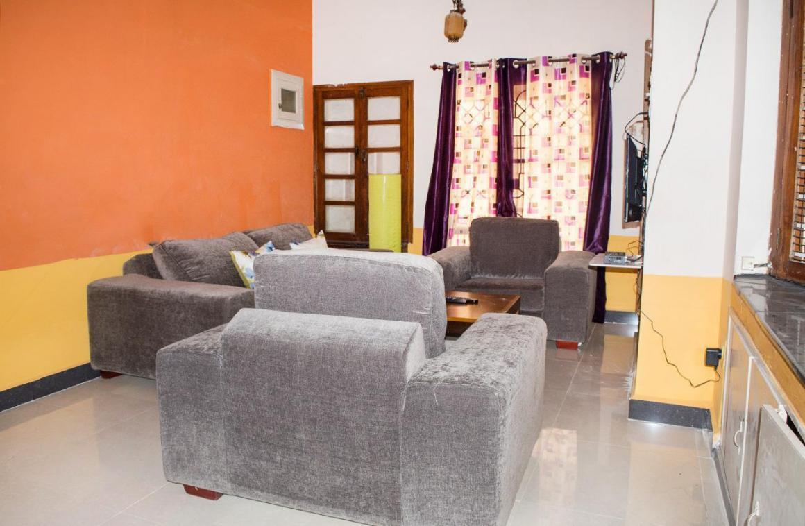 Living Room Image of PG 4642898 Malleswaram in Malleswaram