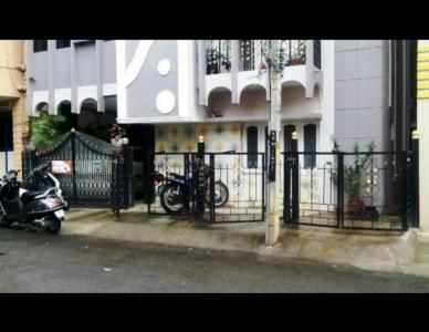 Gallery Cover Image of 550 Sq.ft 2 BHK Apartment for rent in RS residency, Rajajinagar for 11000