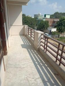 Gallery Cover Image of 1000 Sq.ft 2 BHK Independent Floor for rent in Ansal Sushant Lok 2, Sector 55 for 19000