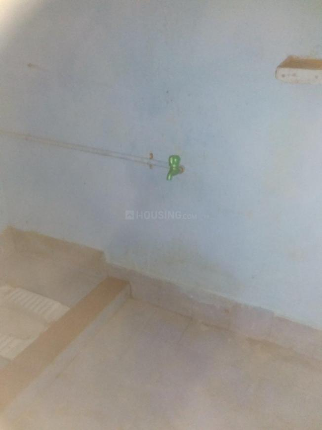 Common Bathroom Image of 400 Sq.ft 1 BHK Apartment for rent in Thoraipakkam for 5500