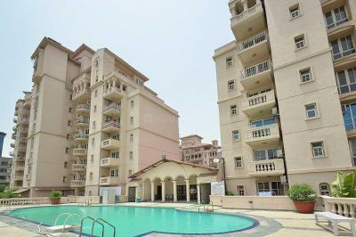 Gallery Cover Image of 3000 Sq.ft 3 BHK Apartment for buy in DLF Beverly Park, DLF Phase 2 for 29000000