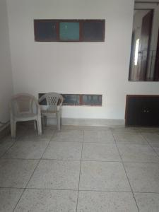 Gallery Cover Image of 900 Sq.ft 2 BHK Independent Floor for rent in DDA RWA East Of Kailash DDA Flats, Garhi for 25000