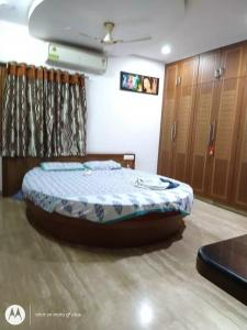 Gallery Cover Image of 1750 Sq.ft 3 BHK Apartment for rent in West Marredpally for 33000