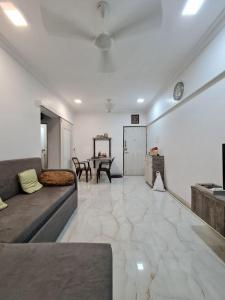 Gallery Cover Image of 750 Sq.ft 1 BHK Apartment for buy in Rustomjee Regal, Borivali West for 11500000