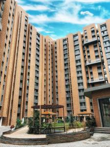 Gallery Cover Image of 970 Sq.ft 2 BHK Apartment for buy in Memnagar for 5600000