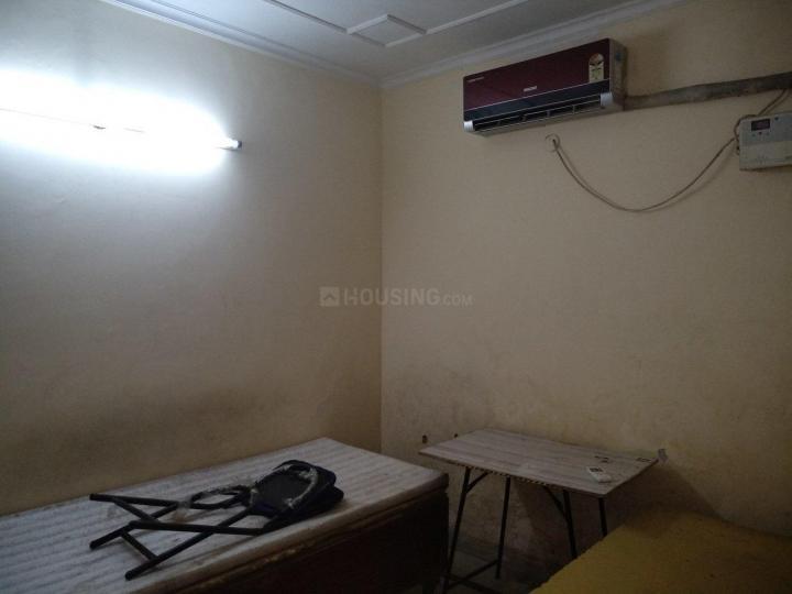 सईद-उल-अजाइब में रॉयल पीजी के बेडरूम की तस्वीर